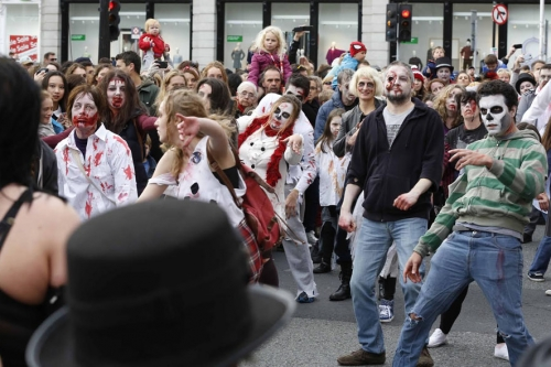 NO REPRO FEE 25/10/2014. The Bram Stoker Festival-Goths V Zombie Dance Off. Pictured are The Goths and Zombies who meet at the top of Grafton Street for the ultimate dance-off. Two costumed legions of horror will battle it out to the beat of classic Goth music. The Bram Stoker Festival runs from 24th - 27th October 2014. Photo: Sasko Lazarov/Photocall Ireland